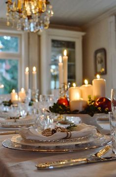 Lovely and elegant Christmas table! I hope I never forget how a beautiful table arrangement blesses my own family and any that come and dine. It shows time, thoughtfulness, and a welcoming spirit! Christmas Party Table, Christmas Dining Table, Christmas Entertaining, Christmas Table Settings, Christmas Tablescapes, Christmas Decorations, Holiday Tablescape, Fall Table, Christmas Candles