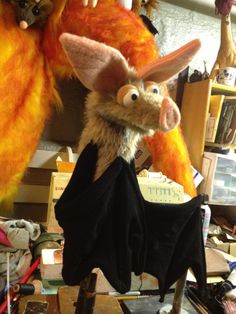 this bat is amazing! Felt Puppets, Puppet Toys, Shadow Puppets, Little Pet Shop, Little Pets, Needle Felted Animals, Felt Animals, Puppet Patterns, Doll Patterns