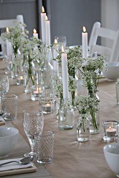 mariefriis. Løper av gråpapir. Hundekjeks. Oppdekking til suppe:) Table runner from brown paper. Norwegian wildflowers. Setting for soup :)