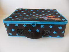 Handleiding van het koffertje. Ik kan natuurlijk niet het patroon open en bloot op de blog gooien, maar als je een beetje handig bent en wat...