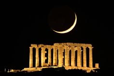 The Moon sets behind the temple of Poseidon at Sounio