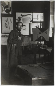 File:El Lissitzky in his studio Vitebsk 1919.jpg