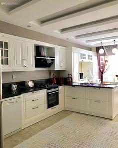 Bu Mutfak Öylesi Zevkli ve Kullanışlı ki, Evde Tüm Zaman Burada Geçebilir Tv Cabinet Design, Tv Wall Design, Ceiling Design, Modern Kitchen Island, Stylish Kitchen, Cuisine Immense, Kitchen Decor, Kitchen Design, Home Office Storage