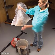 Clean your shop vacuum filter by sticking it in a plastic garbage bag, grip the open end, then gently spank the filter to dislodge the dust. Set the bag down, wait for the dust to settle, then remove the filter and dispose of the bag. Diy Cleaning Products, Cleaning Hacks, Cleaning Solutions, Cleaning Supplies, Garage Workshop, Workshop Ideas, Workshop Storage, Shop Dust Collection, Dust Collector