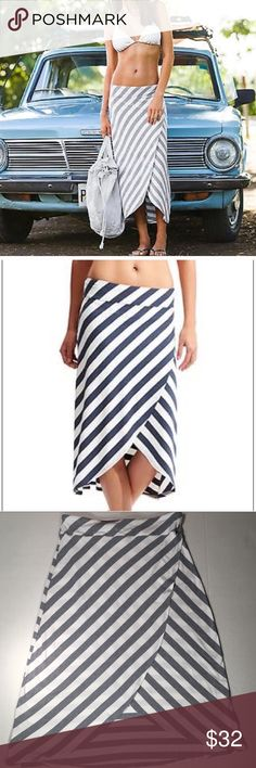 Athleta Striped Skirt Athleta Stripes Skirt grey and white stripes. Super cute, perfect for the beach or wearing around town. You can dress this skirt up or down, and it looks great with wedges. Only worn a few times Athleta Skirts Midi