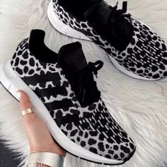 Fabric Leisure Sports Texture Mixed Sneakers Colorful Sneakers, Retro Sneakers, Dress With Sneakers, Dress And Heels, Casual Sneakers, Sneakers Fashion, Fashion Shoes, Women's Sneakers, Nike Fashion