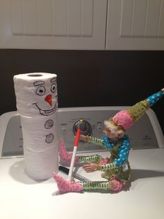 Tour de lutin Small Christmas Trees, 25 Days Of Christmas, Elf On The Shelf, L Elf, Naughty Or Nice List, Christmas Holidays, Christmas Crafts, Mini Candy Canes, Jesus Birthday