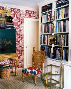library, red and white wallpaper, white bookcase, tall chest via:DESDE MY VENTANA: Librerías