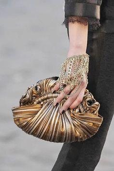 Womens Handbags & Bags : Chanel Fashion Show Details