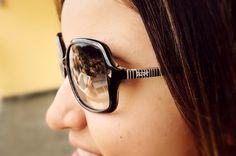 Preto básico arrasou nesse estilo feminino. #oculosdesol #moda #fashion #detroit