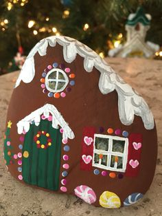 Easy and Fun Christmas Crafts for Kids to Make at School - Gingerbread Painted Rocks Gingerbread house Christmas painted rock Christmas Pebble Art, Christmas Rock, Christmas Gingerbread, Christmas Crafts For Kids To Make, Holiday Crafts, Pierre Decorative, Christmas Gift Decorations, Holiday Decor, Rock Painting Designs