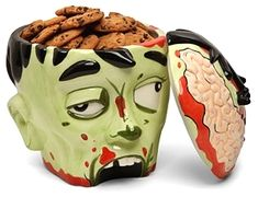 Zombies like opening people's sculls and eating their brain out. But what happens when you open a zombie's head? If it's a zombie head cookie jar like this one, you would find cookies inside. Dulces Halloween, Fete Halloween, Halloween Ideas, Halloween Stuff, Happy Halloween, Halloween Candy, Halloween Horror, Xmas Ideas, Halloween Costumes