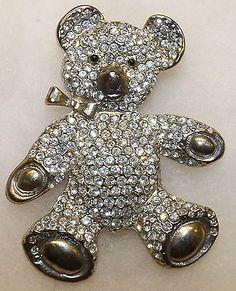 Vintage-Pave-Set-Rhinestone-Large-Teddy-Bear-Pin-Brooch-Estate-Jewelry