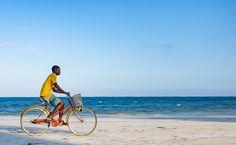 A man rides his bike home from work in Mombasa, Kenya ©Pareet Shah