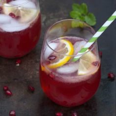 Pomegranate Lemonade Spritzer - a refreshing seasonal drink that reminds you of summer!