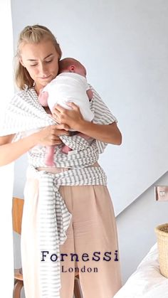 You have a little family member now, or you are going to have a baby soon. Today it is time to start purchasing the newborn needs. Here is the ultimate list for your newborn. Baby Trivia, Baby Sling Wrap, Baby Carrying Wrap, Baby Slings, Bebe Video, Baby Life Hacks, Newborn Care, Baby Carrier Newborn, Baby Wrap Carrier