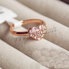us es producto Women Accessories, Jewelry Accessories, Jewelry Design, Gold Ring Designs, Accesorios Casual, Expensive Jewelry, Cute Rings, Cuff Earrings, Ring Verlobung