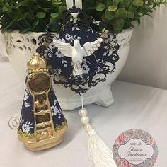✨Kit fofo✨ Nossa Senhora Aparecida mini com manto em tecido floral e escapulário de carro na mesma estampa  Lindo né?! Encomende o seu.. #lembrancinha #fofurinha #delicadeza #luxo #decor #feitoamão #instadecor #arte #artesanato #mimos #lembrancinhas #ateliekeniafachinette #instagood #lembrançaspersonalizadas #artesanatoreligioso #lembrancinhareligiosa #lembrança #escapulario #escapulariodecarro #mimospersonalizados #mimosparamamãe #mimosreligiosos #luxo #love #decor #instadecor #feitoa...