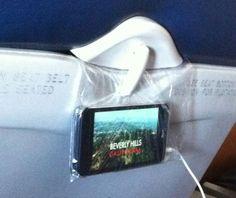 Uma sacolinha de sanduíche é tudo que você precisa para transformar seu lugar no avião ou ônibus em um assento de primeira classe.