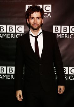 Because no body. NO BODY. Should go a full day without seeing this beautiful Scottish man. >>> HEAR HEAR!!! *applauds*