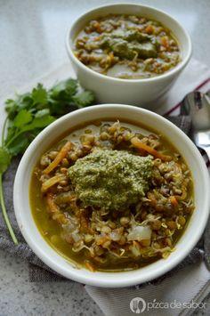 Sopa de lentejas germinadas al curry con vegetales | http://www.pizcadesabor.com/2014/11/24/sopa-de-lentejas-al-curry-con-vegetales/