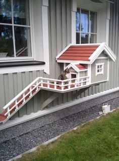 Outdoor Cats, Outdoor Decor, Cat House Outdoor, Animals And Pets, Cute Animals, Funny Animals, Cat Room, Pet Furniture, Dog Houses
