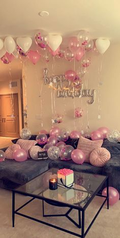 Birthday Goals, 18th Birthday Party, Pink Birthday, 16th Birthday Present Ideas, 21st Birthday Party Ideas For Girls, Simple Birthday Surprise, Birthday Balloon Surprise, Hotel Birthday Parties, 30th Birthday Balloons