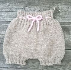 Ravelry: Baggy Baby pattern by By Amstrup Baby Pants Pattern, Baby Boy Knitting Patterns, Baby Sweater Knitting Pattern, Baby Hats Knitting, Knitting For Kids, Knitting Designs, Baby Patterns, Baby Overall, Baby Barn