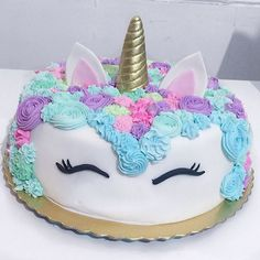 Gente, para TUUUUUDOOOOO! Hoje a festa do pijama da @dayaneassiis ❤️ olha que amor essa decoração ☺️ olha que amor esse bolo que a @crisf_cakes fez   .. Bagunça garantida aqui com as meninas @tamiresmonsores @assis.camilla @lidi_tf @msisaa @lohrainekelly eo @iamvictorlira