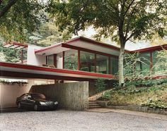 4 of 10 in Washington, DC Modern master Richard Neutra built this house on the edge of Rock Creek Park.Modern master Richard Neutra built this house on the edge of Rock Creek Park. Architecture Design, Residential Architecture, Contemporary Architecture, Chinese Architecture, Architecture Office, Futuristic Architecture, Modernisme, Modern Masters, Mid Century House