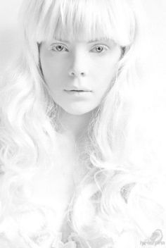 Close-up - White - Photography - Portrait High Key Photography, White Photography, Portrait Photography, Black And White Pictures, All White, Pure White, Snow White, Foto Fashion, Shades Of White