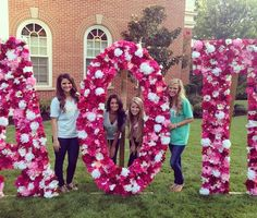 love the flowers!! i want my own mini letters like these:)