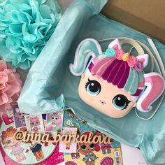 Сумочка в стиле DOLL L.O.L - купить или заказать в интернет-магазине на Ярмарке Мастеров   НОВИНКА!!!<br /> ТЕПЕРЬ КОЛЛЕКЦИЯ СУМОК И… Baby Backpack, Dollhouse Dolls, Fabric Dolls, Minnie Mouse, Lunch Box, Party, Crafts, Dollhouses, Deco