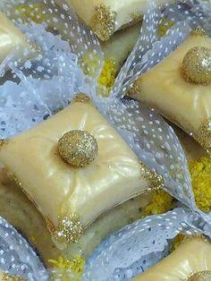 صابلي المخدة.. My Recipes, Cooking Recipes, Famous Desserts, Middle Eastern Desserts, Food Artists, Traditional Cakes, Ramadan Recipes, Arabic Food, Food Humor