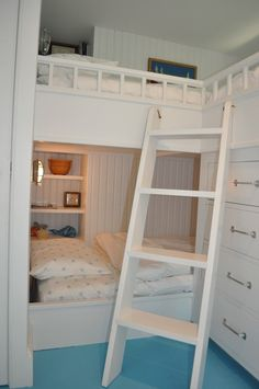 I think I have an obsession for bunk beds lately... such cozy nooks of space saving brilliance!