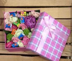Коробочка с цветами и Love is