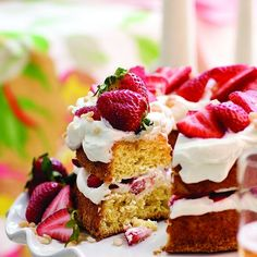 Maple-strawberry cream cake - Chatelaine Recipes Making this for dessert tonight.looks delicious Strawberry Recipes For Summer, Strawberry Cream Cakes, Strawberry Fields, Strawberry Shortcake, Cupcakes, Cupcake Cakes, Yogurt Covered Strawberries, Baking Recipes, Cake Recipes