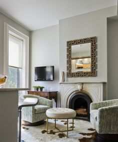wall color Benjamin Moore Coventry Gray in a Matte finish - other possibility for living room/kitchen Living Room Designs, Living Spaces, Living Rooms, Living Room New York, Urban Loft, Family Room Design, Grey Walls, Studios, House Design