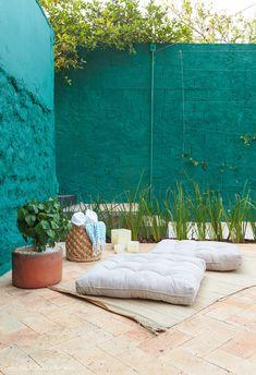 Luxe Decor, Boho Decor, Mexican Garden, Terrace Decor, Patio Plans, Indian Home Design, Cozy Patio, Geometric Pattern Design, Floating Flowers