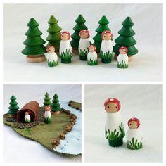 Paddestoel mensen Set van twee hand geschilderde houten storytelling speelgoed fairytale open fantasie peg pop pretend play mat bos accessoire