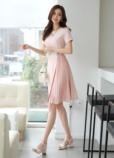 Epic 17 Pretty Korean Fashion Style Ideas That Women Should Try As if it is endless when talking about fashion especially for women. Cute clothes, of course, will make you look more beautiful. For you fans of Korea. Korean Fashion Work, Asian Fashion, Girl Fashion, Cute Dresses, Vintage Dresses, Dress Outfits, Fashion Dresses, Korean Dress, Frack