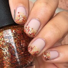 21 Cute Thanksgiving Nail Ideas Thanksgiving Pumpkin and Glitter Nails Next we have another super cute pumpkin design. This nail art features two pumpkin orange nails with one gold glitter nail and a pumpkin accent nail. The accent nail features gold s Fall Nail Art, Fall Nail Colors, Fall Acrylic Nails, Best Nail Art Designs, Fall Nail Designs, Holiday Nails, Christmas Nails, Trendy Nails, Cute Nails