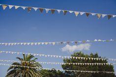 Alejandra y Mark, boda en Menorca | Así Si Quiero | mediterranean wedding Alcaufar Vell Rustic Chic Banderines Garland Decor Ideas Inspiration