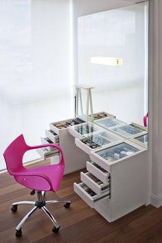 Penteadeira Organizada : Quartos modernos por KTA - Krakowiak & Tavares Arquitetura