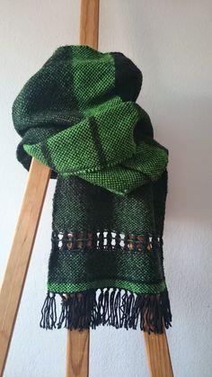 Limat bcn  : Bufanda feta!!! Weaving Projects, Crochet Projects, Loom Weaving, Hand Weaving, Cricket Loom, Spool Knitting, Woven Scarves, Weaving Textiles, Textile Patterns