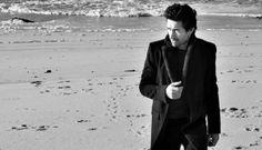 """David Fonseca • Chama-me Que Eu Vou • Novo Video «...temos mais David mas continuamos sem novidades sobre um disco. Sem disco mas agora com """"Chama-me Que Eu Vou""""… e foram.»  #DavidFonseca #ChamameQueEuVou #FuturoEu #SemAviso #NovoVideo #AlecPeterson #TrackerMagazine"""
