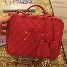 Chanel --------------------------------------------Enquiries via Direct Message -Whatsaap - Email : infos on profile. --------------------------------------------#Chanel