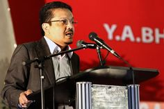 In his column, Datuk Zainul Rijal Abu Bakar said that Article 11 of the Federal Constitution merely accorded Malaysians the right to practise their own faith, but not to switch religions. ― Picture by Yusof Mat Isa