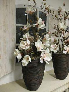 Flower arrangements on high brown vases – color soft pink – Flowers Desing Ideas Orchid Flower Arrangements, Artificial Floral Arrangements, Beautiful Flower Arrangements, Flower Vases, Flower Pots, Flowers, Floor Vase Decor, Vases Decor, House Plants Decor