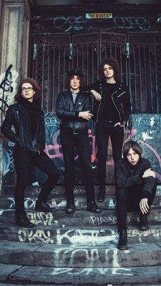 Catfish & The Bottlemen ◾️▪️🎶▪️◾️ dope af; 1 of my favorite bands lately Great Bands, Cool Bands, Van Mccann, Catfish & The Bottlemen, The Strokes, Group Photography, Grunge, Band Photos, Music People